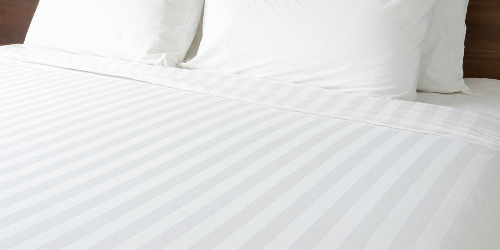 drap giường trắng sọc 3CM dùng trong khách sạn